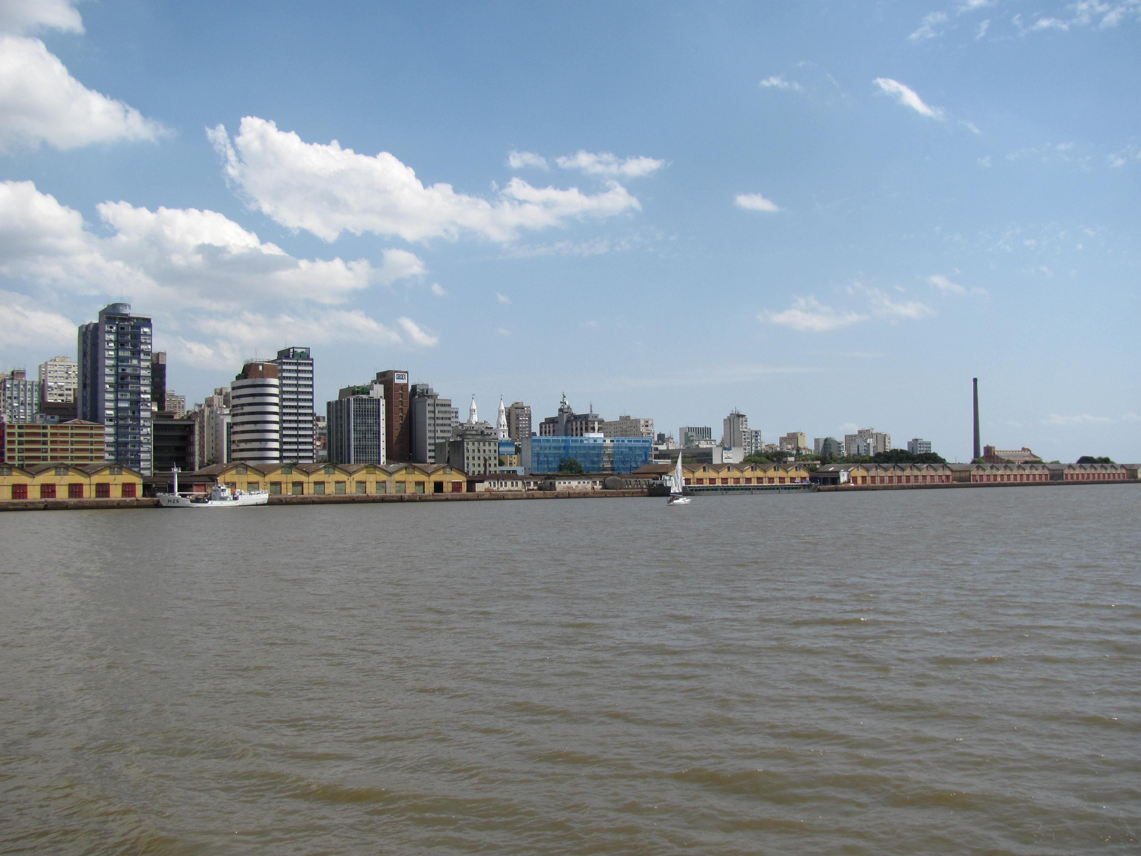 Vista De Porto Alegre A Partir Do Rio Guaíba 03